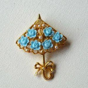 Jewelry - Blue flowers and white pearls umbrella brooch